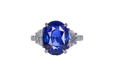 ANTIQUE 5.11 CT OVAL CUT 3 SAPPHIRE STONE RING