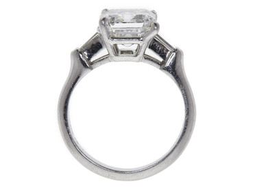 3.1 CT F SI1, EMERALD CUT ENGAGEMENT RING